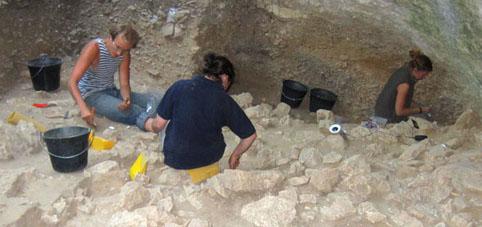 grotte-de-mandrin-les-campagnes-de-fouilles-se-poursuivent-depuis-plus-de-20-ans