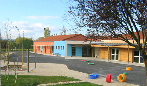 en-2005-lecole-sagrandit-et-un-nouveau-batiment-est-cree-pour-les-classes-de-maternelle